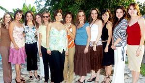 <B>09 de octubre 2005</b><p> Massiel Manzanera de Anaya acompañada por un grupo de amigas, en la fiesta que le ofrecieron por el futuro nacimiento de su segundo bebé.