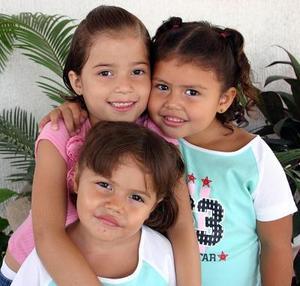 Cristina, Ximena y Sofía Sotomayor, en reciente festejo infantil.