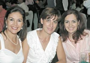 Coco Rentería, Joan Murra y Perla de Herrera.