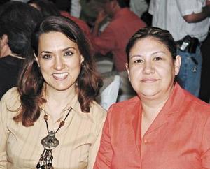 Margarita de Gamboa y Patricia Hiriarte de Gamboa.