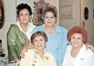 Zayne Bechelani de Chibli con sus amigas Ari Cotto de Ayoub, Martha Sánchez y Tere Medellín.