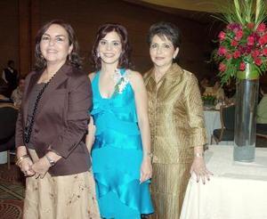 M-Laurencia González Martínez junto a su mamá Laurencia Martínez de González y suegra Alejandra Leal de Macouzet.jpg