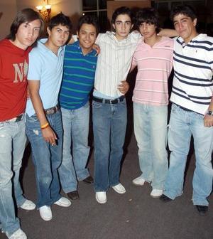 <b>10 de octubre de 2005</b><p> Gerardo, Pollet, Alejandro, Agustín, Nayo y Ternu.