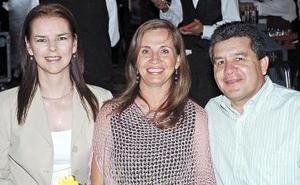 Blanca Flores, Consuelo Armendáriz y Guillermo Armendáriz.