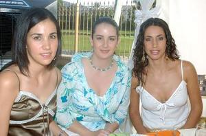 Cristina de Ortega, Ana de Yacamán y Jéssica Yacamán.