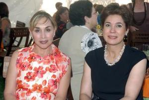 Lupita de Barrios y Morena Martínez.
