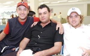 Christopher Izalloi, Adolfo Espino y Ramón Barrull, viajarón a México DF.