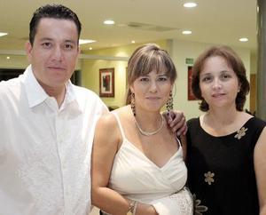 Manuel Magaña, Socorro de Magaña y Carmelita Aguirre.