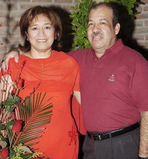 <b>14 de octubre de 2005</b><p> Vicky Sosa Luna y Manuel Martínez Borrego celebraron recientemente su aniversario de bodas.
