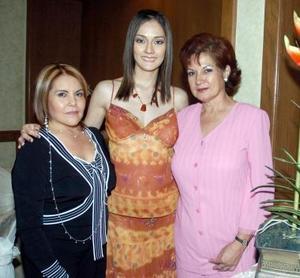 Luzma Olvera de Castro y Rosario Segura Gómez, acompañando a la futura novia.