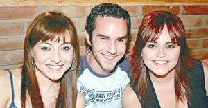 Myrna Hoyos, Javier Galindo y Julia Salazar.