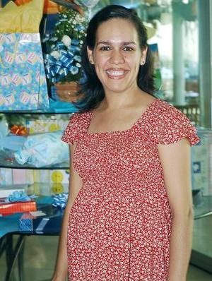 Nucy Mireles  de Duchanoy recibió felicitaciones por el próximo nacimiento de su bebé.