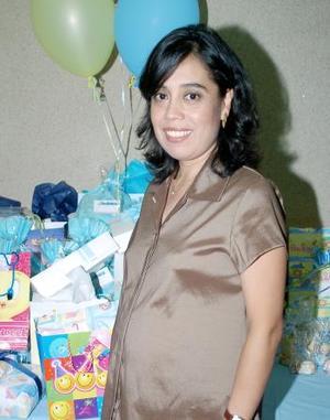 <B>14 de octubre 2005</b><p> Con un tierno convivio, Alicia  Sánchez de Hernández fue festejada por un grupo de amigas y familiares, en honor al bebé que espera.