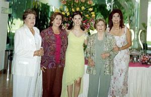 <B>13 de octubre 2005</b><p> Margarita de Santoscoy, ESther Jalife Baeza, Olga Elizalde de Jalife y Rosy de Elizondo le organizaron una fiesta de despedida a Christian Baeza Jalife.
