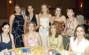 Agradables momentos compartió Arleth Leal con sus amigas en la fiesta.