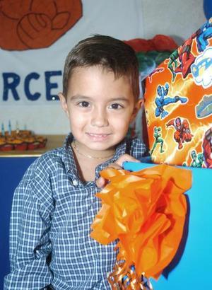 Marcelo González Ceniceros cumplió cinco años de vida, y por ello fue festejado por sus papás con un alegre convivio hace unos días.