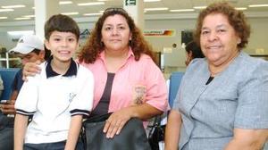 <b>14 de octubre 2005</b><p> Socorro Mejía viajó a Ciudad Juárez y fue despedida por Rocío de Rodríguez y Alexei Rodríguez.