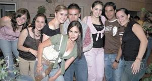 Caro Maisterrena, Sandra Galindo, May Ude, Memo Hamdan, Marifer del Río, Alejandro Arias y Angie Aguirre.