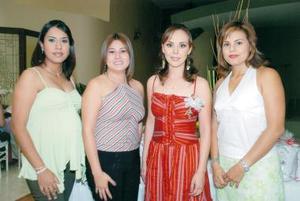 Anel Sáenz en compañía de Rocío Aguilar, Gaby Ortega y Consuelo Ibañez, en su despedida de soltera.