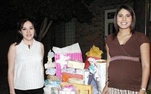 Marisa Menchaca de Félix y Miriam Hernández de Handal, disfrutaron recientemente de una fiesta de canastilla con motivo del próximo nacimiento de sus respectivos bebés.
