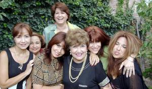 Alfonsina de la Cruz de Morales con sus hijas Irma, Gloria, Martha, Julia, María Luisa y Lupita.