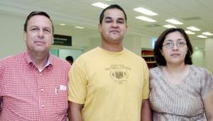 Alejandro Valdés García viajó a México, DF., y fue despedido por Raúl y María García.