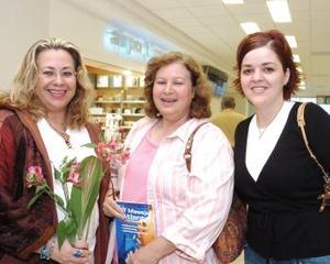 <b>15 de octubre 2005</b><p> Susana García llegó de México y la recibieron Ana Mexsen y Paty Pérez Segura.