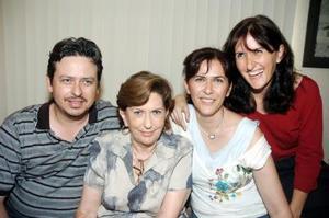 Con un ameno convivio la señora Rosario Arizpe Melo de Montavdon fue festejada por sus hijos César, Cinthia, y Charo, con motivo de su cumpleaños.