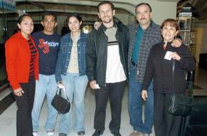 Fernando Soto, Bety de Soto, Fernando de Soto, Diana González, Juan e Iris Alvarado.