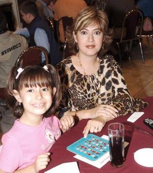 Lucy de Carrillo y su hija Maribel Carrillo Giraldez.