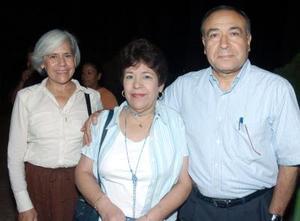 Raúl Lares, Ana de Lares y Chitis Romo.