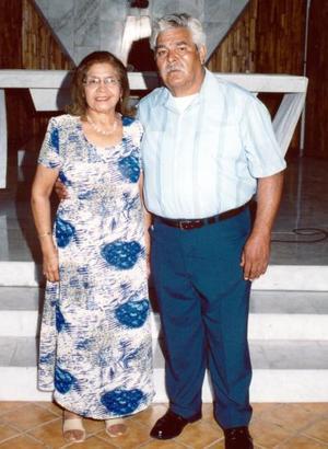 Sr. Fernando Escamilla Velázquez y Sra.María Estela Vega de Escamilla celebraron 40 años de casados el pasado 26 de septiembre.