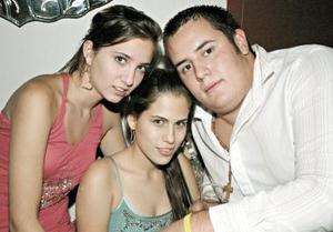 Luzma Arriaga, Marifer Bustos y Ricardo Arratia.