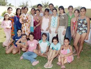 Acompañada por un grupo de amigas, Ana Fernanda Santoyo González celebró su cumpleaños en una fiesta de ragalos.