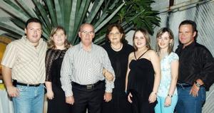 Eduardo Rivas Echeverría y María Estela Kuster de Rivas celebraron su 41 aniversario de bodas.