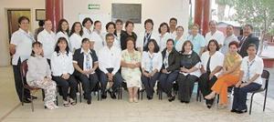 D-La comunidad de maestros y alumnos de la escuela España le rindió un reconocimiento a la profesora Magdalena Salcedo López, por su 30 aniversario de servicio magisterial.