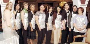 <B>16 de octubre 2005</b><p> Mónica de López, Eréndira, Marcela, Claudia, Lety, Ani, Yolanda, Melissa, Claudia y Esthela, miemebros del patronato.
