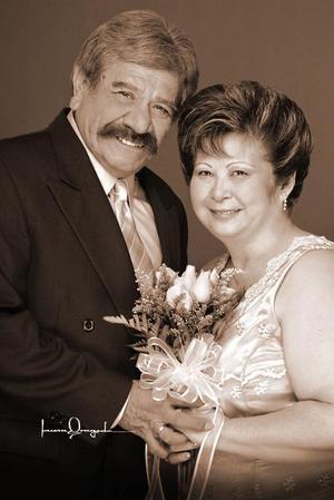 <b>16 de octubre de 2005</b><p> Sr. Benjamín  Garay Hernández Sra. María Guadalupe Fong de Garay celebraron sus 35 aniversario.