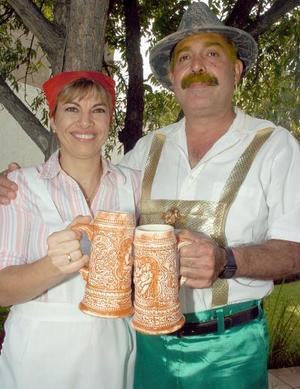 Mary Carmen Garza y Hernando Garrido.