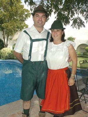 Roberto García y Angelina Ruenes de García.