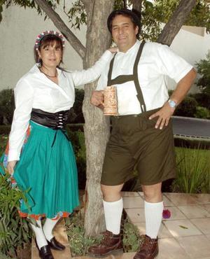 <b>18 de octubre de 2005</b><p> Rosa C. de Campa y Francisco Campa.