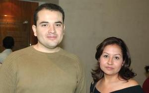 <b>17 de octubre de 2005</b><p> Manuel Hernández y Teresa Bañuelas.