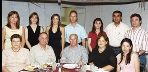 Las familias Rivas Oviedo, Rivas Luna, Cumplido Rivas y Alarcón Rivas festejaron a Eduardo Rivas  Echeverría y María ESthela Kuster con motivo de su 41 aniversario de bodas.