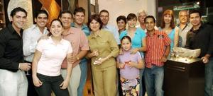 La familia De la Fuente se reuni÷o en dias pasados, en la inauguraci÷on de un nuevo establecimiento comercial.