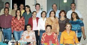 Claudia Guerrero Valles fue despedida con una alegre  fiesta, con motivo del próximo cambio de residencia a Los Cabos.