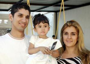 Alisson Nicole Rodríguez Segura fue festejada por sus papás, Hugo Rodríguez Flores y Mónica Segura.