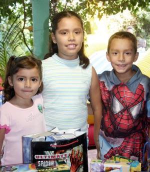 Con una divertida fiesta Sofía del Carmen, María Fernanda y Héctor Saúl Alfaro Reyes celebraron sus cumpleaños .