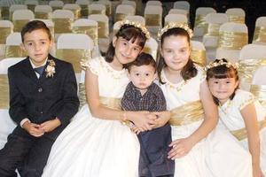 Diana Laura, Luis Arturo, Isabela Padilla, Sebastián Cabarga y Ana Sofía Gómez, captados en una reciente boda.
