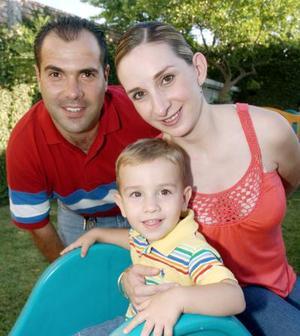 Rodrigo Gutiérrez Martínez celebró su segundo cumpleaños junto a sus papás.