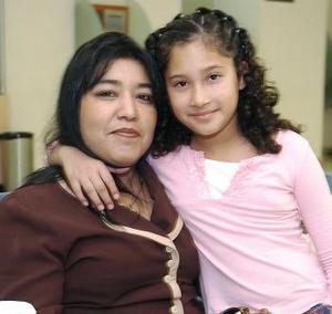Myrna y Brenda Balderas viajaron a California.